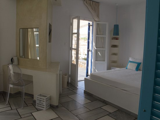 Paros Agnanti Resort: Spacious room (#21) decorated in a simple cycladic-style