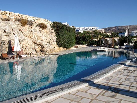 Paros Agnanti Resort: Beautifully designed pool area