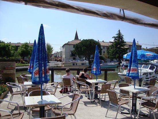 Homps, Francia: Patio at La Rive Gauche