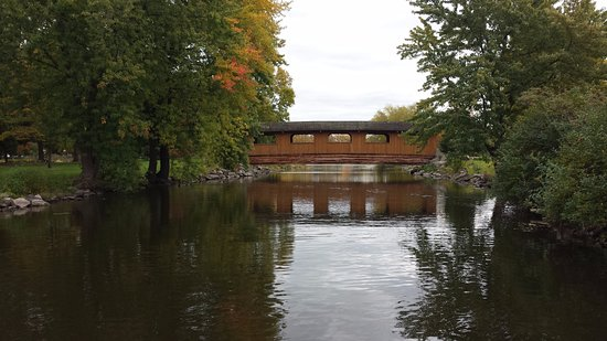 Fond du Lac, วิสคอนซิน: The Covered Bridge
