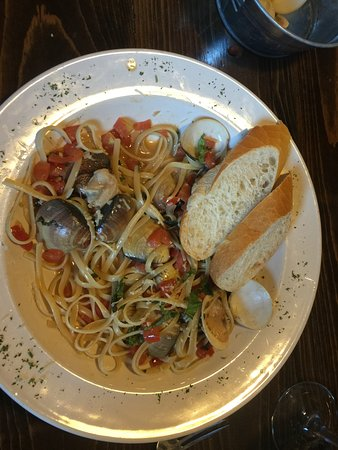 Lakewood, CA: Linguine & Clams