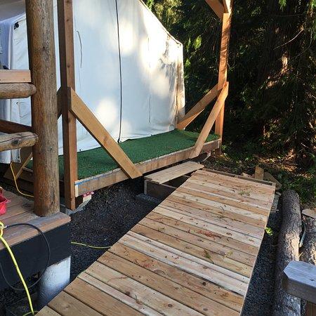 Pender Island, แคนาดา: Glamping Tent Cabin 3
