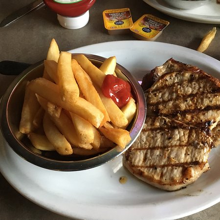 Saint Thomas, Canada: Delicious pork chops and fries.