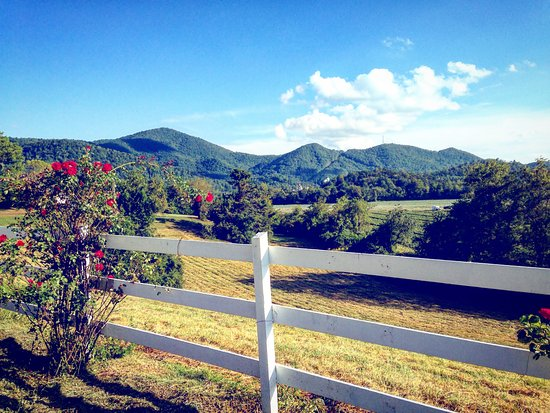 Dillard House: Just beautiful views of the mountains...