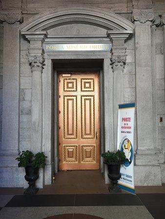 Монреаль, Канада: Door of Mercy