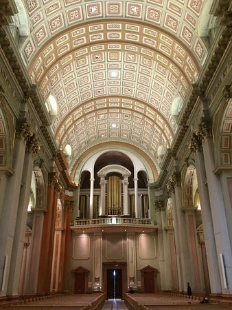 Монреаль, Канада: Beautiful ceiling and pipe organ