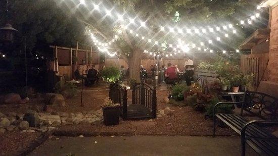 Jeffrey's Steakhouse: Exterior dining patio