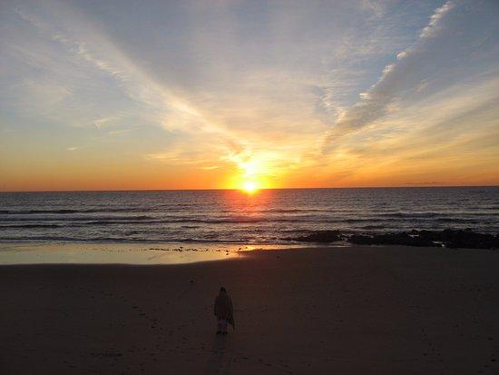 Lafayette's Oceanfront Resort: Soleil au lever: vue de la chambre