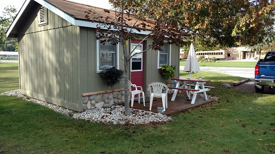 cute clean,sharp road side cabin unit in Honor ,MICH