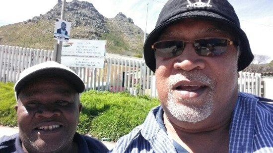 Khayelitsha, Republika Południowej Afryki: Ken and I coming back down through the Township.