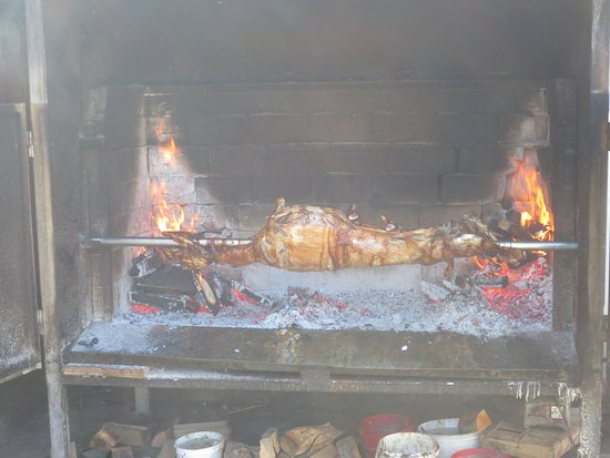 Korenica, Chorwacja: Lamb on a spit
