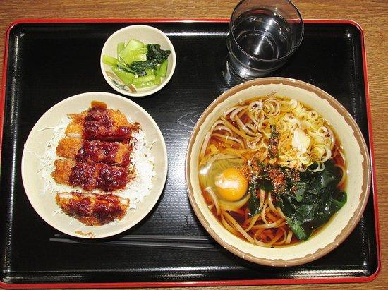 Hara-mura, Japan: 月見蕎麦はなんと360円!+ミニソースカツ丼360円