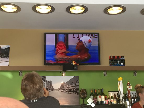 Waterloo, IA: Watching the game
