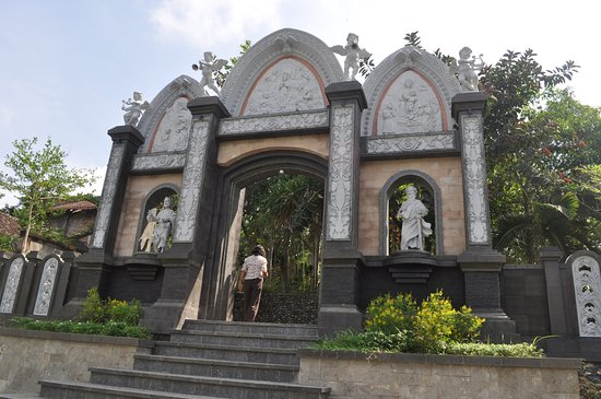 Jembrana, Indonesia: Area Pemakaman Para Pastor sekitar Gereja