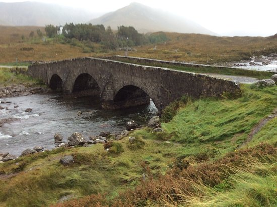 Sconser, UK: old bridge up the road from the B&B. Hiking trails start here. dinning here.