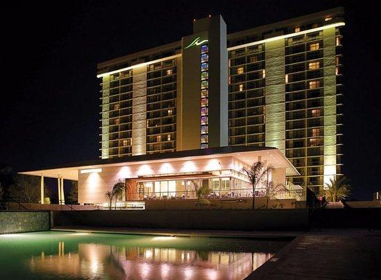 Montgomery, TX: Night picture of La Torretta Lake Resort & Spa