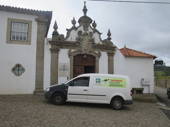 Tui, España: Clean vans to transport your luggage/backpacks.