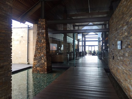 Cape Naturaliste, ออสเตรเลีย: Grand entrance to hotel