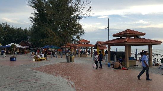 Kampung Teluk Kemang, Maleisië: Beach side