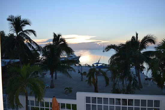 Iguana Reef Inn: View from our front balcony was stunning!