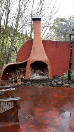 Motueka, Nouvelle-Zélande : Outdoor fire and patio