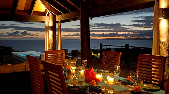 Emaho Sekawa Resort: Sunset dinner