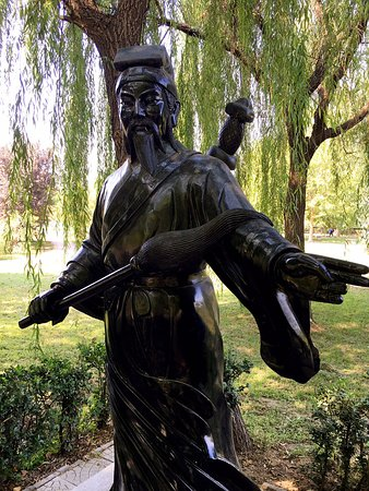 A statue of Lu Dongbin by Zhaozhou Bridge