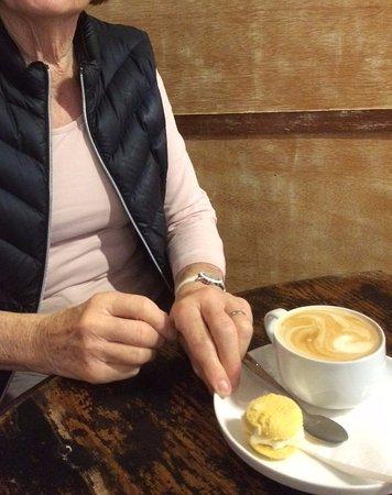 Narrandera, Australien: Great coffee and homemade biscuit