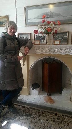 Stanley, Australie : Fireplace in lounge room