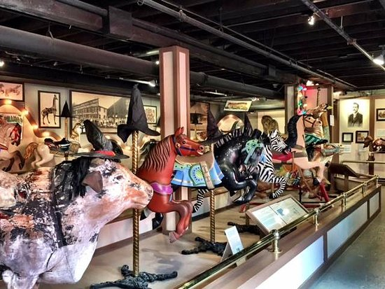 ‪‪North Tonawanda‬, نيويورك: Collection of Carrousel animals‬