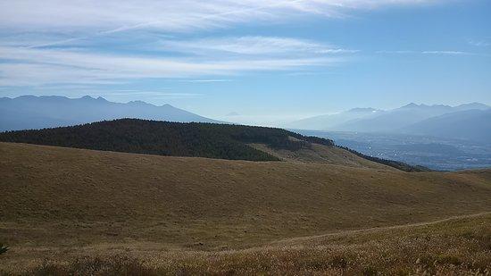 Kirigamine Fujimidai: 遠くの雲海の上に富士山!