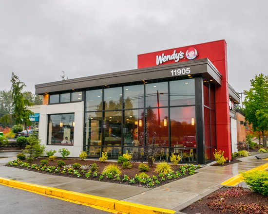 Everett, WA: Outside of Wendy's on Evergreen Way in the Rain
