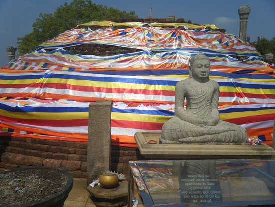 Eastern Province, Sri Lanka: Girihandu Seya Stupa (Temple built by Thapassu Bhalluka)