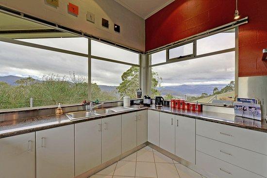 New Norfolk, Australia: Luxury Farmhouse - Chef designed gourmet kitchen with amazing views