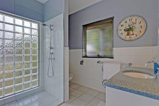 New Norfolk, Austrália: Luxury Farmhouse - Ensuite to Main Bedroom