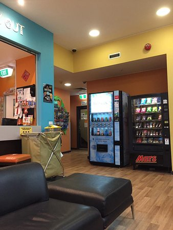 King Street Backpackers: Vending machines in lobby. When checking out, drop sheets, towel and pillowcase in yellow bin.