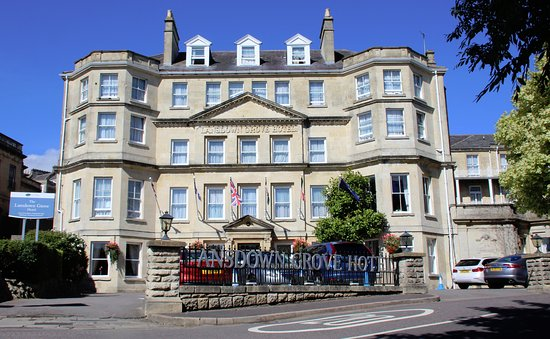 The Lansdown Grove Hotel: Front of hotel. Extra parking across the road.