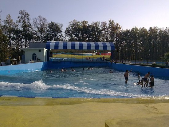 fun n food kingdom wave pool