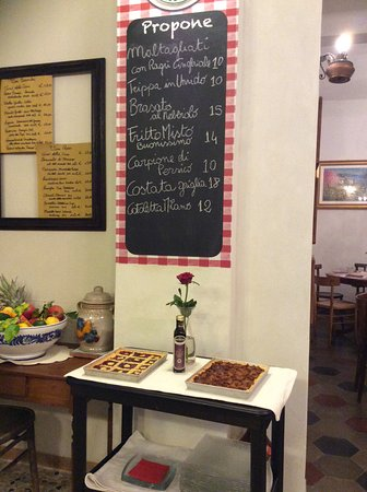 Besozzo, Italy: Carte du jour et jolie tarte