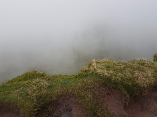 Brecon Beacons National Park, UK: Fog starting to make visibility poor, it got a lot worse than this