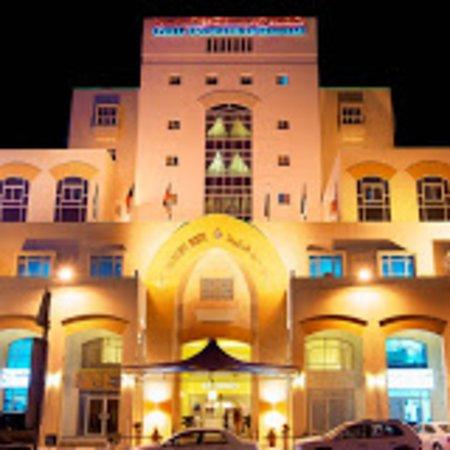 Gulf Paradise Hotel: الواجهة المميزه على شارع الخليج