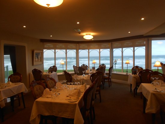 Rossnowlagh, Ireland: dining room on first floor overlooking beach