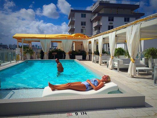 Leslie Hotel Photo