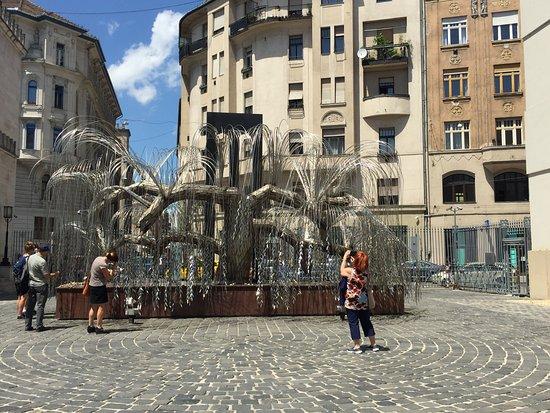 Budapest Jewish Heritage Tours: Memorial Tree
