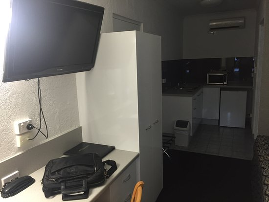 Bundaberg Spanish Motor Inn: So well appointed Kitchenette including Mictrowave