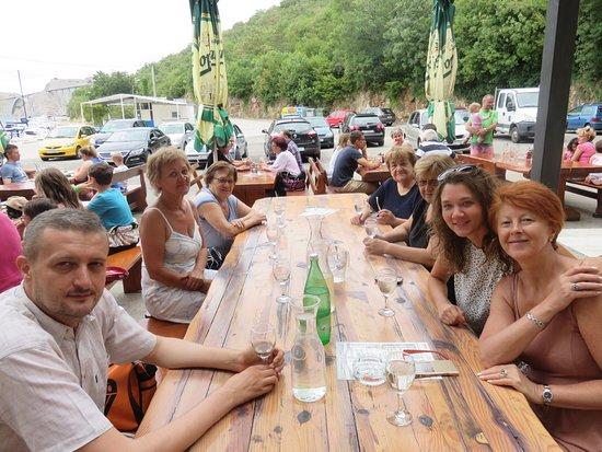 Kraljevica, Croacia: Tavolata al ristorante Sidro