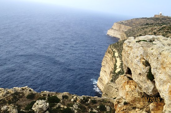 Dingli cliffs , ai loin le Radar