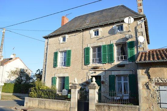 Montmorillon, ฝรั่งเศส: Une belle demeure