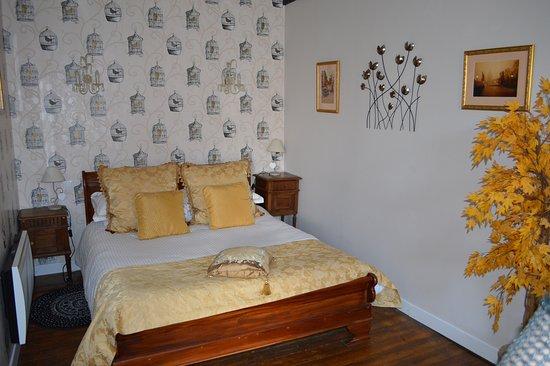 Montmorillon, ฝรั่งเศส: The big bed!