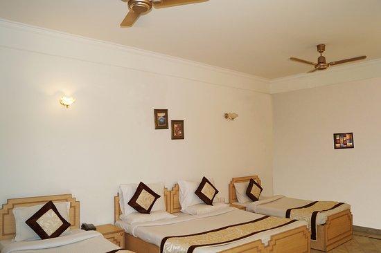 Hotel Sheela Inn: Family Room